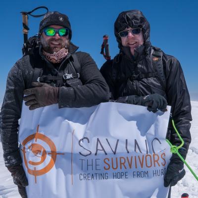 Père et fils au sommet du Mont-Blanc